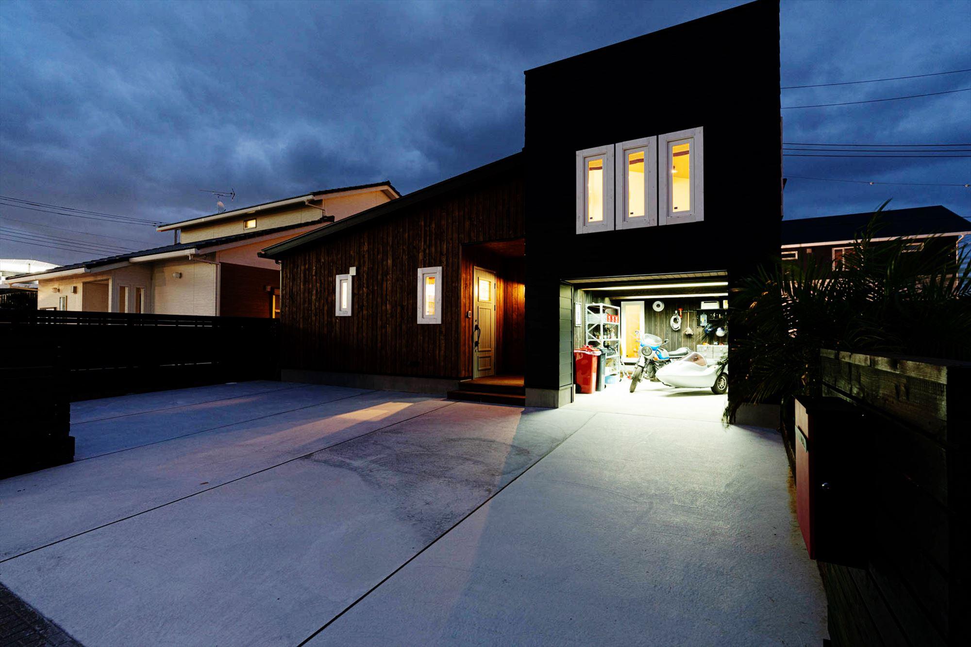 平屋のビルトインガレージ付きの家