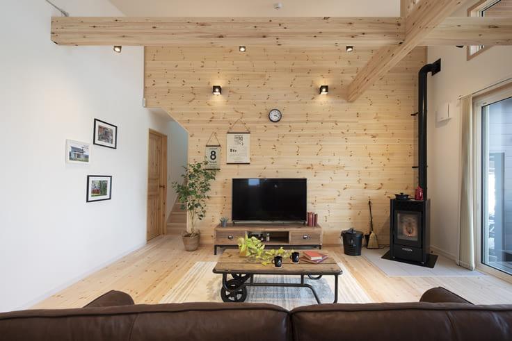床材、壁材に無垢材を使った家